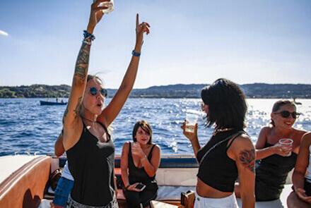 Addio al nubilato in motoscafo sul lago di Garda