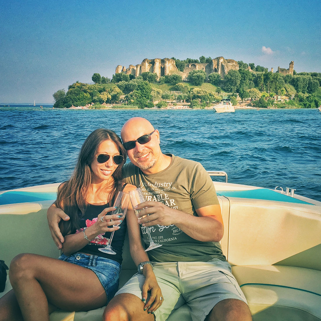 Bertoldi Boats: Anniversary on a motorboat on Lake Garda