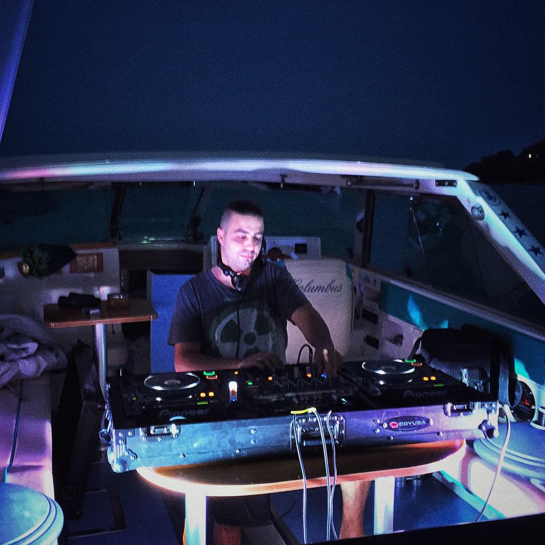 Fest mit Dj: Im Boot auf dem Gardasee