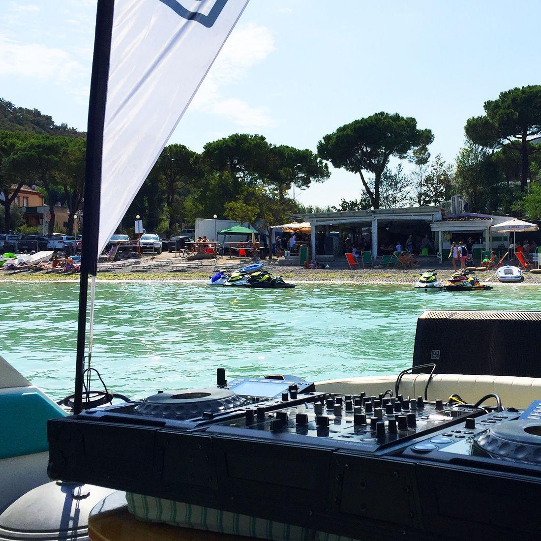 Festa con Dj: In Barca Sul Lago Di Garda