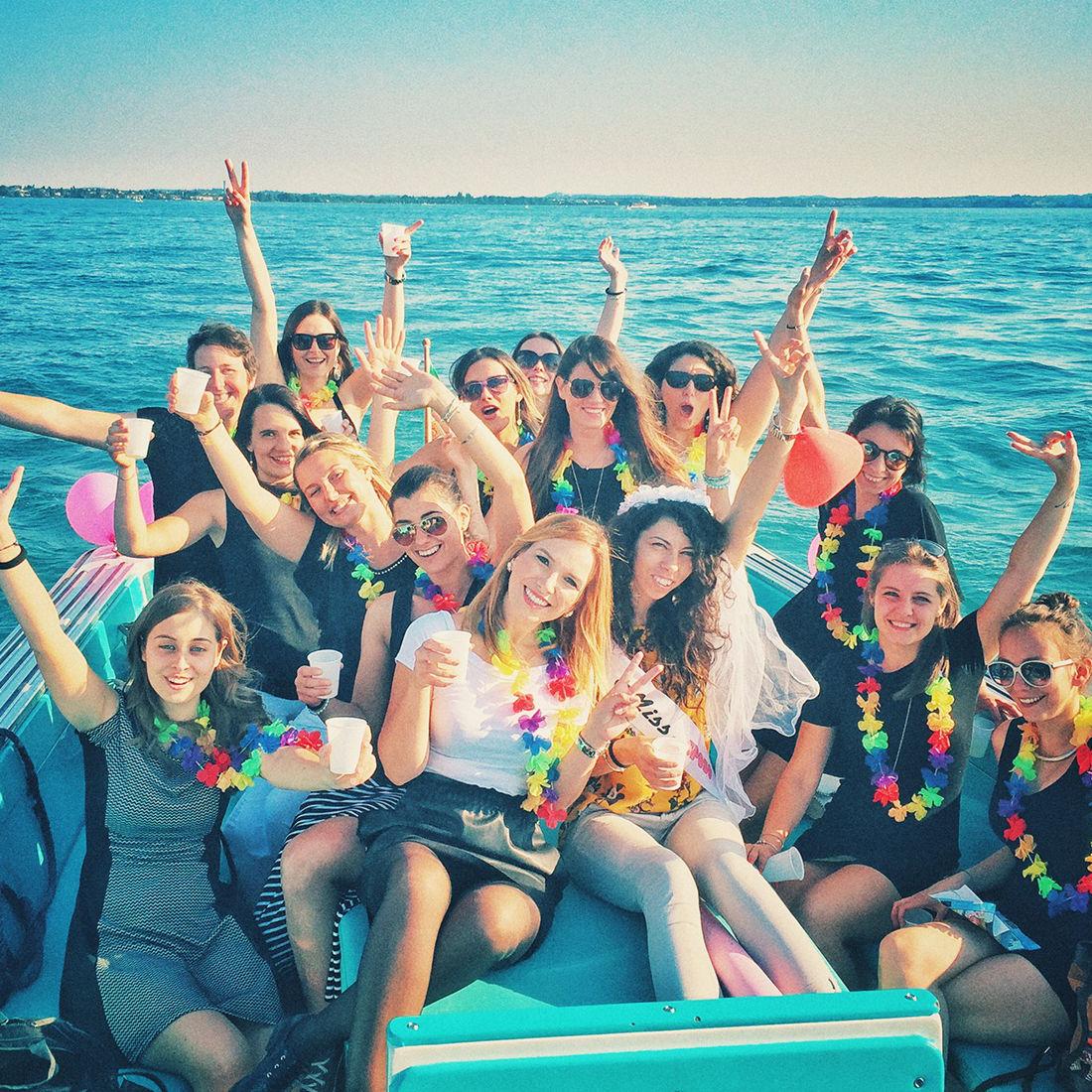 Jungesellinenabschied im Boot auf dem Gardasee