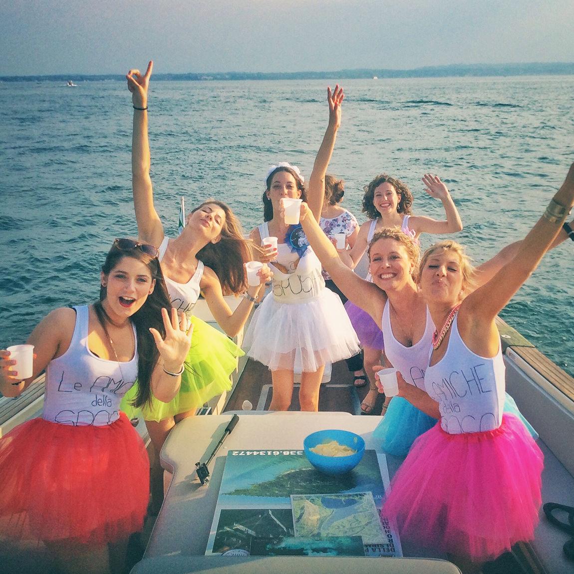 Jungesellinenabschiedsfest im Motorboot auf dem Gardasee