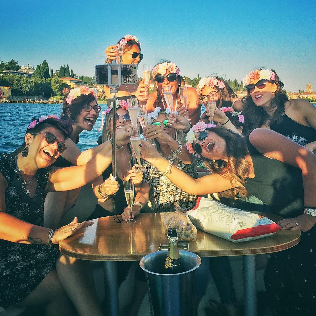 Bertoldi Boats: Jungesellinenabschied im Motorboot auf dem Gardasee