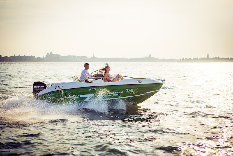 Boat hire without license, Lake Garda